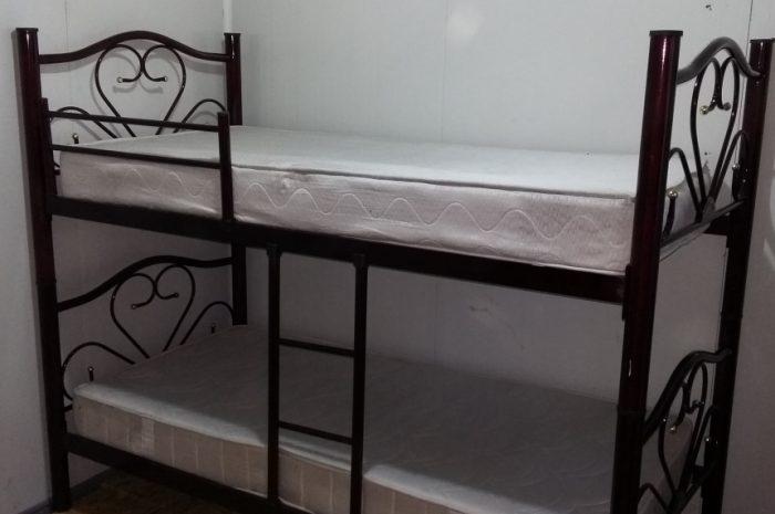 iki katlı ranza sağlam yandan korumalı yataklı
